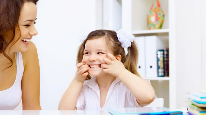 Как научить ребенка правильно выговаривать звук